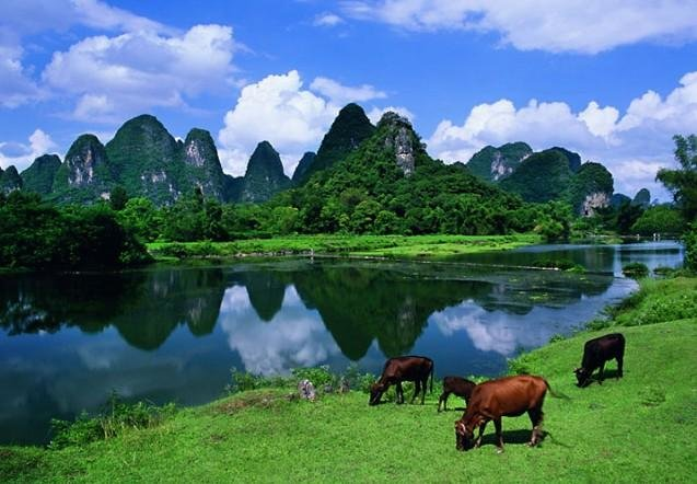 Hike by the Li River
