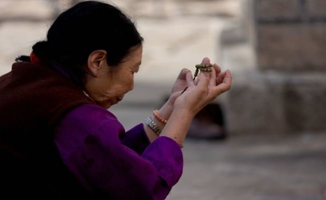 Praying in Lhasa