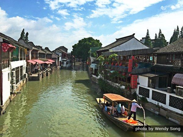 1-Day Tour to Zhujiajiao Water Town and Night Cruise on Huangpu River with Buffet Dinner
